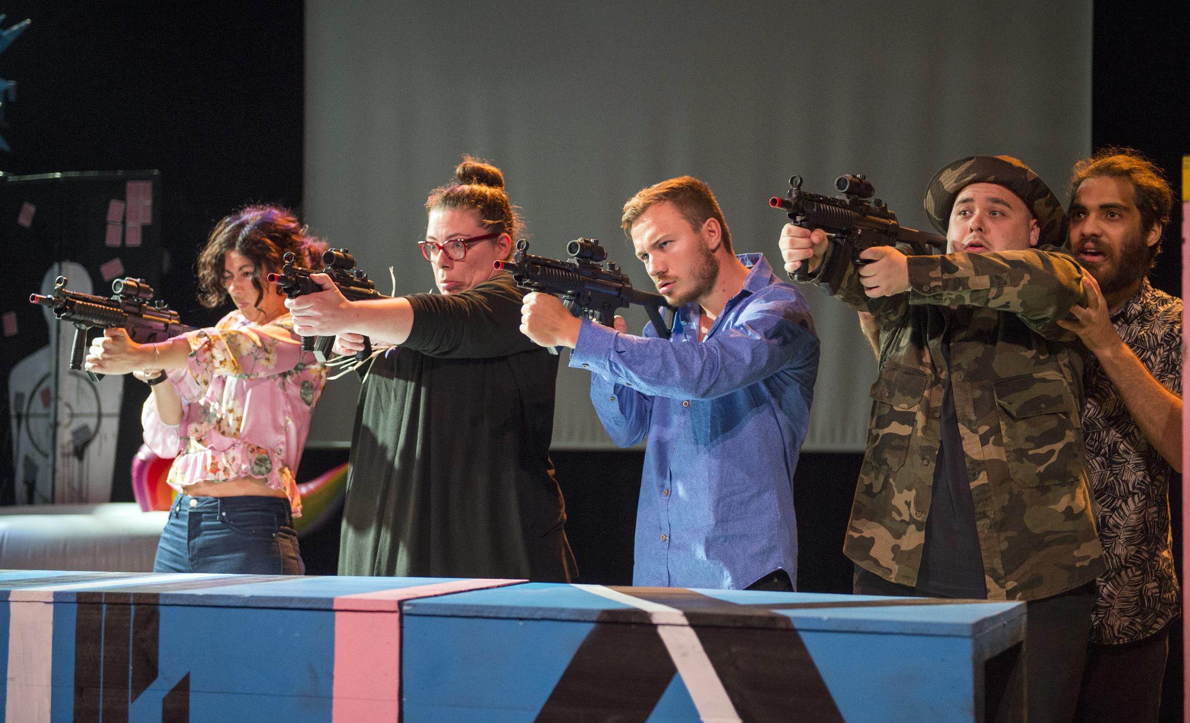 'Les Europes Menudes' inicia la seua itinerància per 18 municipis per apropar la realitat europea a través del teatre