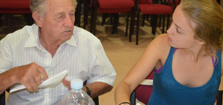 Uno de los momentos del encuentro intergeneracional realizado el año pasado con los mayores de Sellent