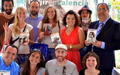 """Els actors i actrius d'Escena Erasmus participen en la presentació de la campanya """"Llegir en valencià, paisatges de llegenda"""""""