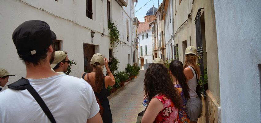 El equipo de Las Pequeñas Europas visitando Gestalgar en una de sus acciones de promoción a través del social networking